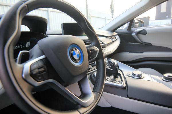 BMW I8 2017 год прокат аренда спорткаров в киеве