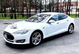 Tesla Model S белая заказать на прокат на свадьбу с водителем